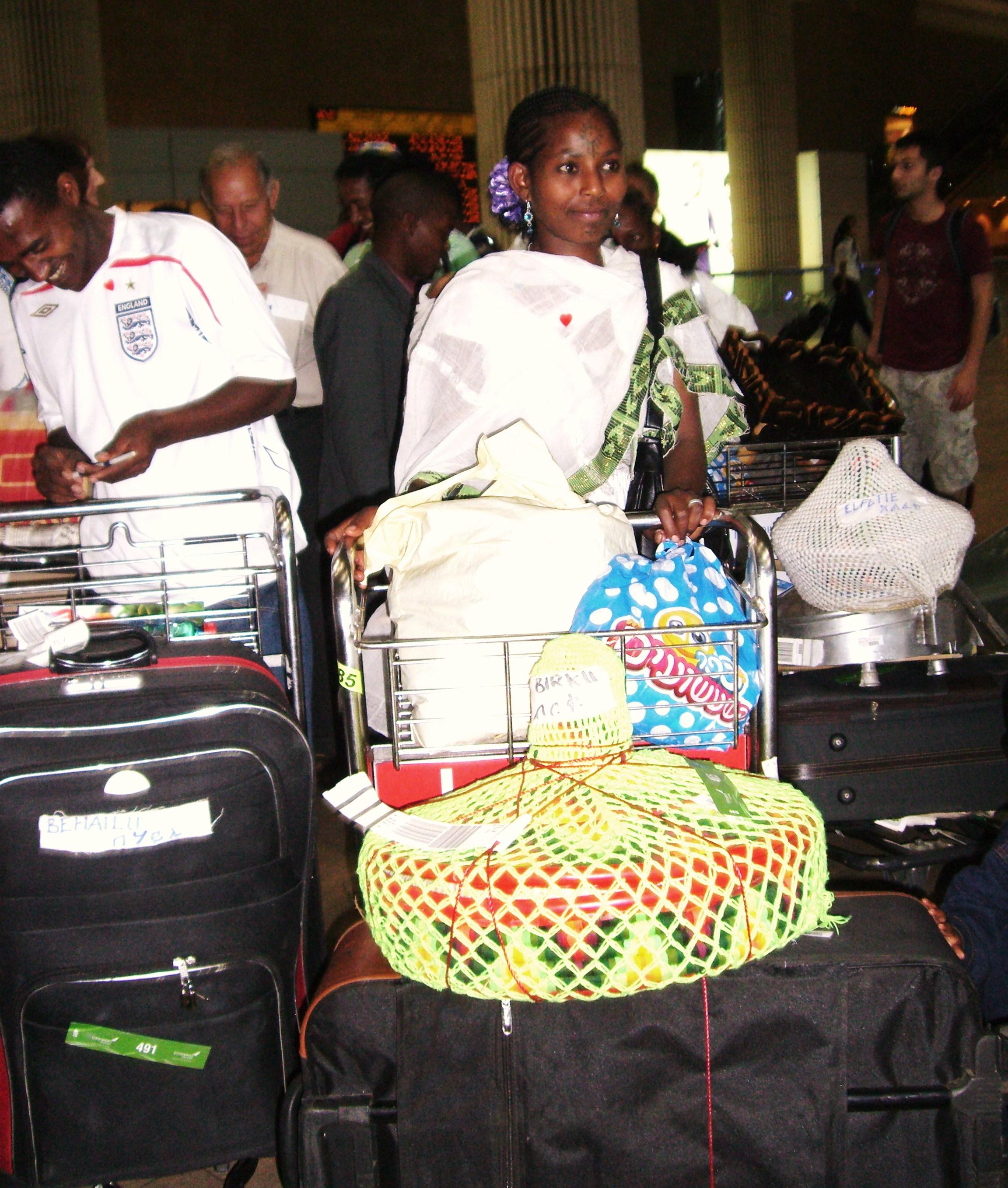 Äthiopische Juden bei Ankunft in Israel (Flug wurde durch Ebenezer gezahlt)
