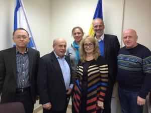 Deutsche und ukrainische Mitarbeiter mit Nathan Sharansky